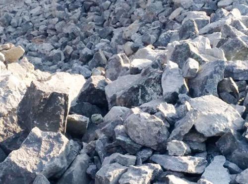 电熔镁砂具有纯度高,结晶粒大